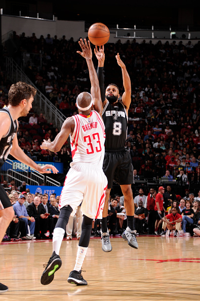 HOUSTON, TX - NOVEMBER 12:  Patty Mills #8 of the San Antonio Spurs shoots the ball over Corey Brewer #33 of the Houston Rockets during a game on November 12, 2016 at the Toyota Center in Houston, Texas. NOTE TO USER: User expressly acknowledges and agrees that, by downloading and or using this photograph, user is consenting to the terms and conditions of the Getty Images License Agreement. Mandatory Copyright Notice: Copyright 2016 NBAE (Photo by Bill Baptist/NBAE via Getty Images)